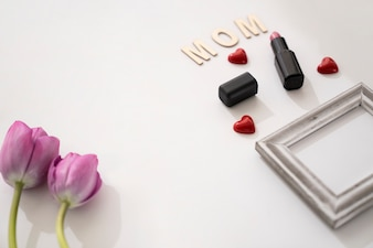 Mamma letters, twee rozen, kader en lippenstift