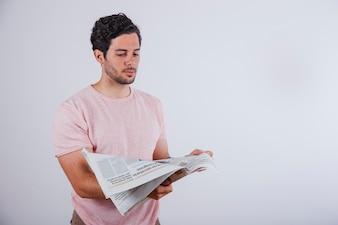 Man lezen krant