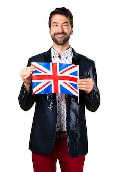 Man met jas met een Britse vlag