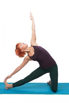 Meisje beoefenen van yogatische asana