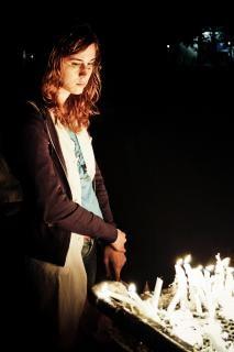 Meisje verlichting kaars