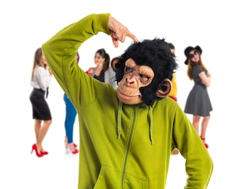 Monkey man denken over witte achtergrond