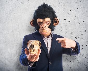 Monkey man met een schedel