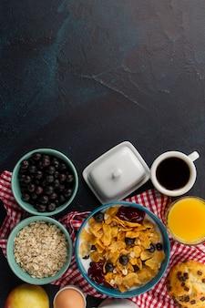 Muesli en koffie voor ontbijt
