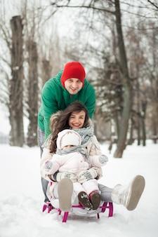Natuur winter sneeuw leuke familie