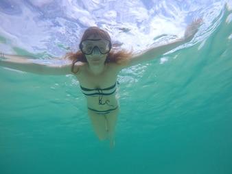 Onderwater vrouw