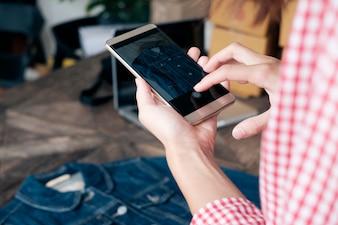 Online verkoop, online winkelen en e-commerce concept.