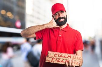 Pizza levering man telefoon gebaar maken
