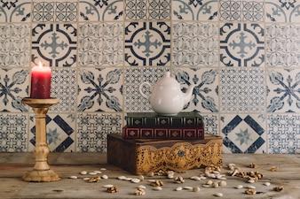 Retro decoratie met kaars en noten