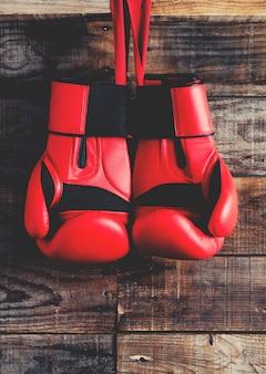 Rode bokshandschoen
