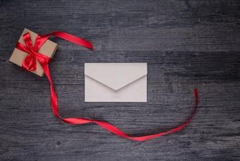 Rode envelop bruin schoonheid aangenaam
