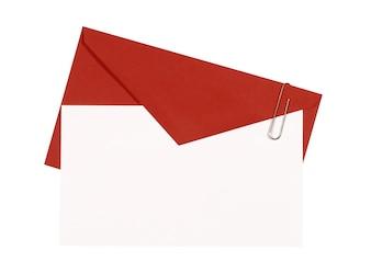 Rode envelop met nodigt kaart