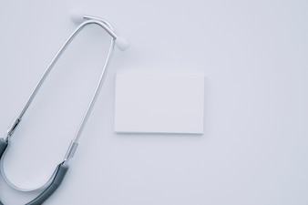 Samenstelling met stethoscoop en visitekaartje