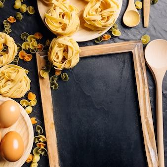 Slate and pasta decoratie