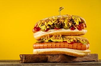 Smakelijke junk food saus rode broodje