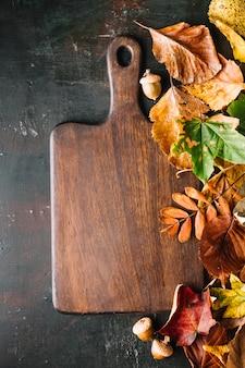 Snijplank samengesteld met bladeren