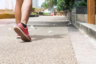 Sport, Wandelen man in het park, Gezond levensstijl concept
