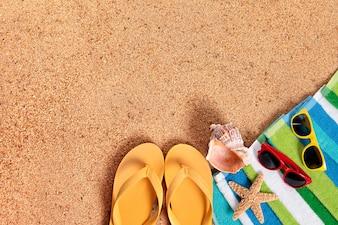 Strand achtergrond met flip-flops