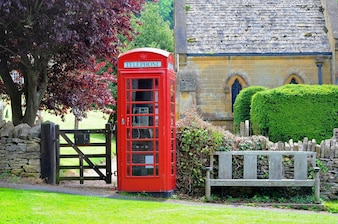 Telefooncel n Engels landschap van Cotswolds