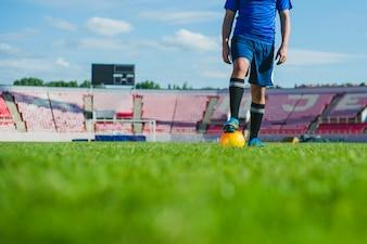 Voetbalspeler in stadion gesneden weergave