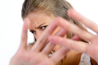 Vooraanzicht van vrouwelijk covering gezicht