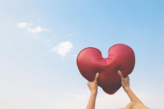 Verliefd hart vectoren foto 39 s en psd bestanden gratis download - Kleur rood ruimte ...