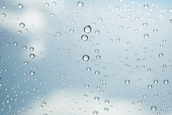 Waterdruppels op glas