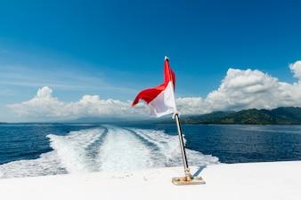 Wekken van een speedboot op de oceaan