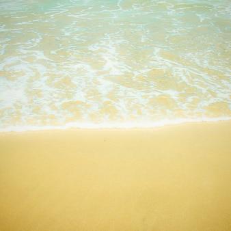 Zee strand met retro filter effect