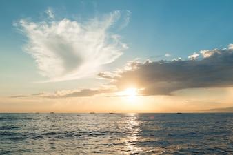 Zon stijgt ove Stille Oceaan