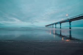 Zon zuiden blauwe lamp brug