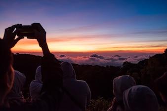Zonsopgang bij uitzicht piont en meer toerist