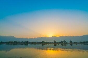 Zonsopgang op Dalmeer, Kasjmir India.