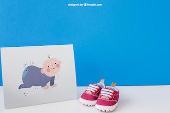 Baby mockup met papier en een paar schoenen