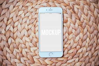 Mobiele telefoon op tapijt mock up