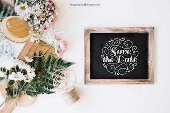 Trouwdecoratie met leisteen en bloemen