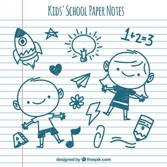 Aantekeningen op papier met kinderen tekeningen