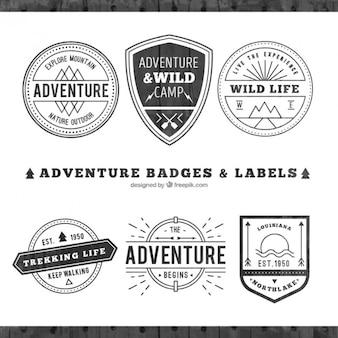 Avontuur badges en labels in een retro-stijl