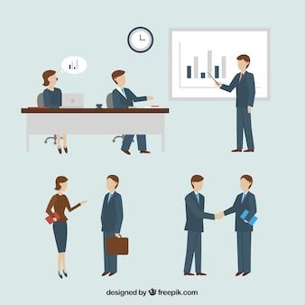Collega's praten over de vergadering