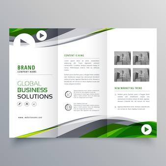 Creatief tripold brochure ontwerp met groene en grijze golvende vorm