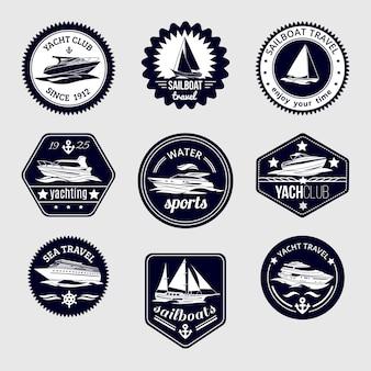 Elite wereld water sport jacht club zeilboot zee reizen ontwerp labels set zwarte pictogrammen geïsoleerde vector illustratie