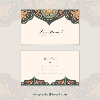 Etnische visitekaartje met kleurdetails
