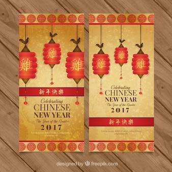 Gouden banners voor Chinees Nieuwjaar met decoratieve lantaarns