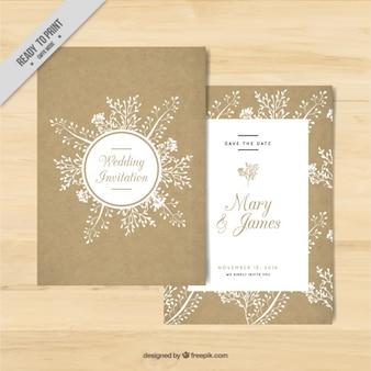 Gouden bruiloft uitnodiging met bloemen elementen