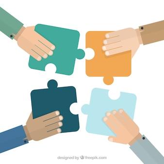 Handen zetten puzzelstukjes
