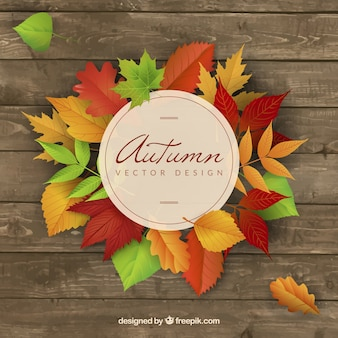 Houten achtergrond met gekleurde herfstbladeren