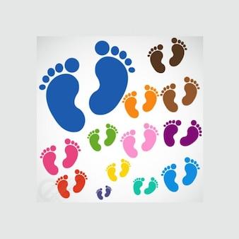 Kleurrijke voetafdrukken in verschillende maten