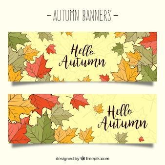 Leuke herfstbanners met handgetekende bladeren