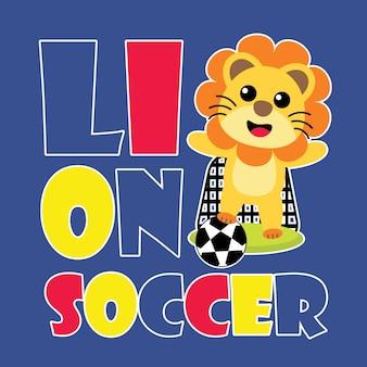 Leuke leeuw speelt voetbal schop en doel vector cartoon illustratie voor het ontwerp van het kind t-shirt, kinderdagverblijf en behang