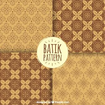 Pak van batik decoratieve bloemenpatronen